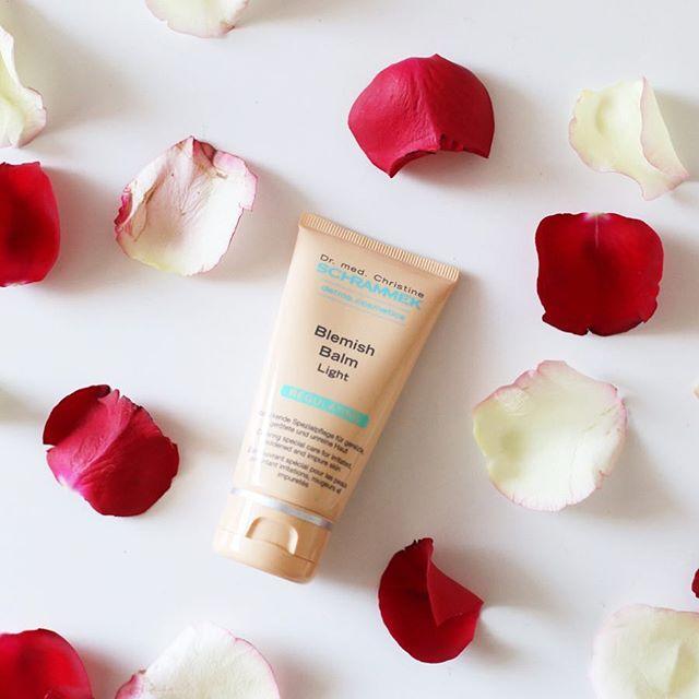 Last day of January🏻Start februar med en glødende og frisk hud med Blemish Balm fra Dr. Schrammek🏻️Finnes i 3 naturlige farger som smelter inn i huden og får din egen hudtone til å skinne igjennom