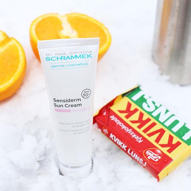 Husk solkrem i vinterfjellet😎️ Ved sterk UV-eksponering og når huden har behov for det anbefales SPF 50. Sensiderm Sun Cream passer alle og er en spesialutviklet solkrem for sensitiv hud. Perfekt for de som sliter med å finne en solkrem de tåler.