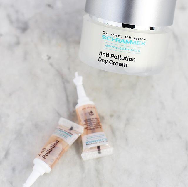 Hver dag blir huden din utsatt for påkjenninger fra omgivelsene️️ Anti Pollution Day Cream SPF 30 er spesialutviklet for å bekjempe de farlige miljøskader huden utsettes for med sin kaftig beskyttende effekt mot skadelig forurensing, fotoaldring og frie radikaler. Beskytter med et bredt spekter UVA, UVB og infrarød stråler. Dette er den perfekte dagkrem for deg som bor i områder utsatt for forurensing🏻