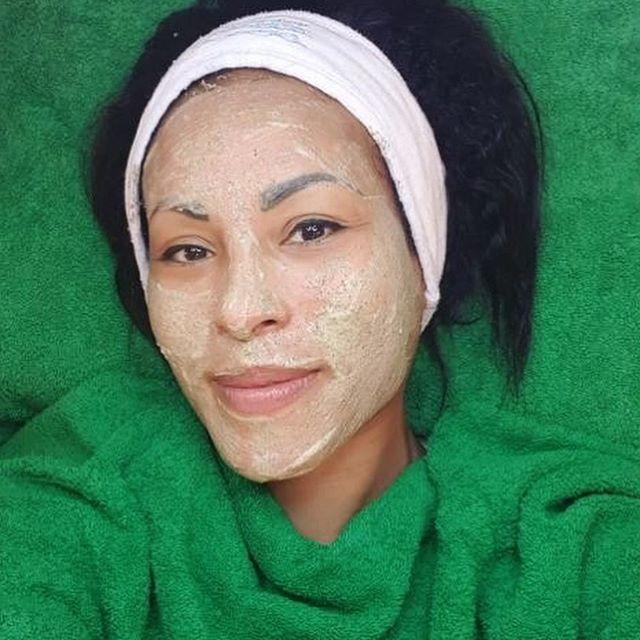 Gjør som @ceciliabraekhus og ta en herlig Green Peel Fresh Up før sommerenOppnå en glødende og gnistrende sommerhud, samtidig som huden stimuleres til økt spenst, sunnhet og styrke🏻