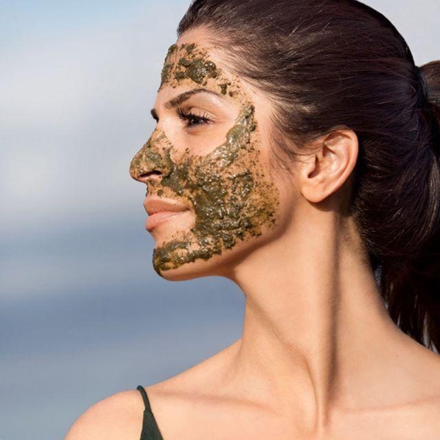 Huden din trenger kanskje litt ekstra pleie etter sommeren? Gå høsten i møte med en styrket og fornyet hud. Green Peel gir huden gnistrende glød samtidig som huden får en effektiv antirynke En skikkelig fukt- og vitaminboost etter sommermånedene🏻🏻