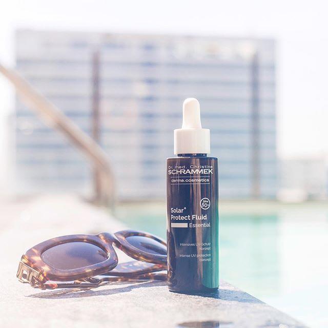 Sommeren er tilbake!! Solar+ Protect Fluid SPF 50 er et perfekt trygghetsprodukt å ha i vesken når solen titter frem️ Gir huden vedvarende, trygg og intensiv solbeskyttelse. Og best av alt, den kan smøres over make-up🏻🏻