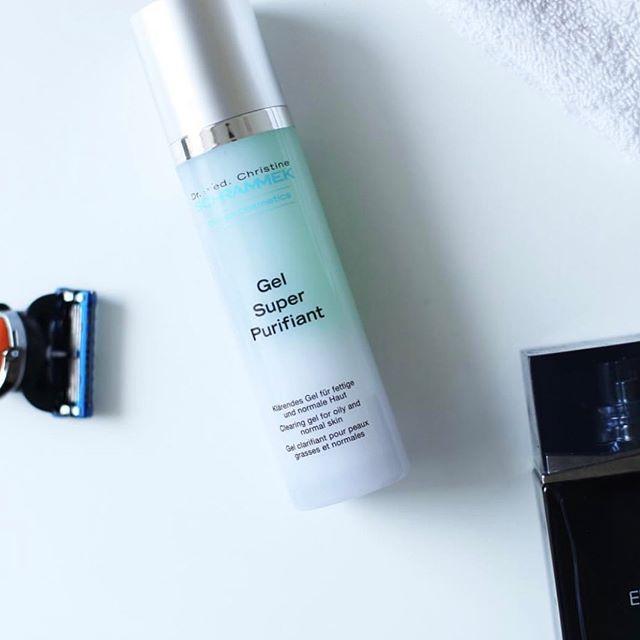 Gavetips til far🏻♂️🧔🏻🏻🏻 Gel Super Purifiant er den perfekte aftershave og rens for hele ansiktet. Desinfiserer og gir fukt samtidig som den roer ned rødhet med sin sterke beroligende effekt