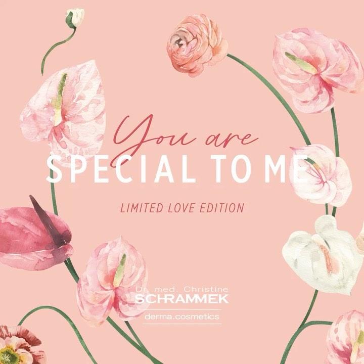 En hyllest til kjærligheten❣️  Gled en du er glad i med omsorg og kjærlighet til huden🥰 I forbindelse med morsdag og Valentines Day 14. februar har Special Care Cream esken fått et nydelig blomstrete omslag med teksten «YOU ARE SPECIAL TO ME». Den ultimate vinterkrem som beskytter, beroliger og pleier. Sammen med en styrkende ampulle og Mini Love Hearts er det den perfekte gave å gi bort til morsdag og Valentine️ Pris: 595,- (ord. pris: 670,-).