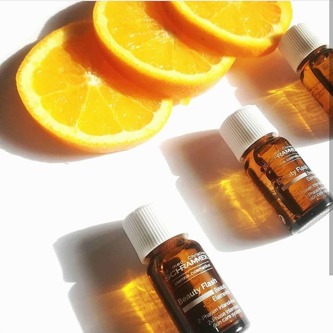 Vitamin Boost Vitamin C Beauty Flash er en kraftfull antirynkekur, med høykonsentert Vitamin C i sin beste form, som nyaktiveres rett før påførelse. Den ultimate behandlingen for en glødende og frisk hud🏻  Forebygger og reduserer linjer, tap av elastisitet, hyperpigmentering samt booster en sliten og trøtt vinterhud🏻 Vitamin C er et veldokumentert virkestoff i kampen mot aldring.  📸: @schrammek_greece