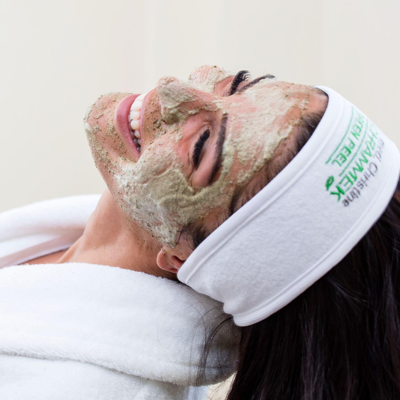 Hipp hipp hurra! Nå er det ikke lenge igjen til Norges store festdag🍾🥂🇳🇴 Ta turen innom din nærmeste Dr. Schrammek klinikk for en herlig Green Peel Fresh Up før 17 mai - Fresh og glødende hud samtidig som huden får en effektiv antirynke🏻