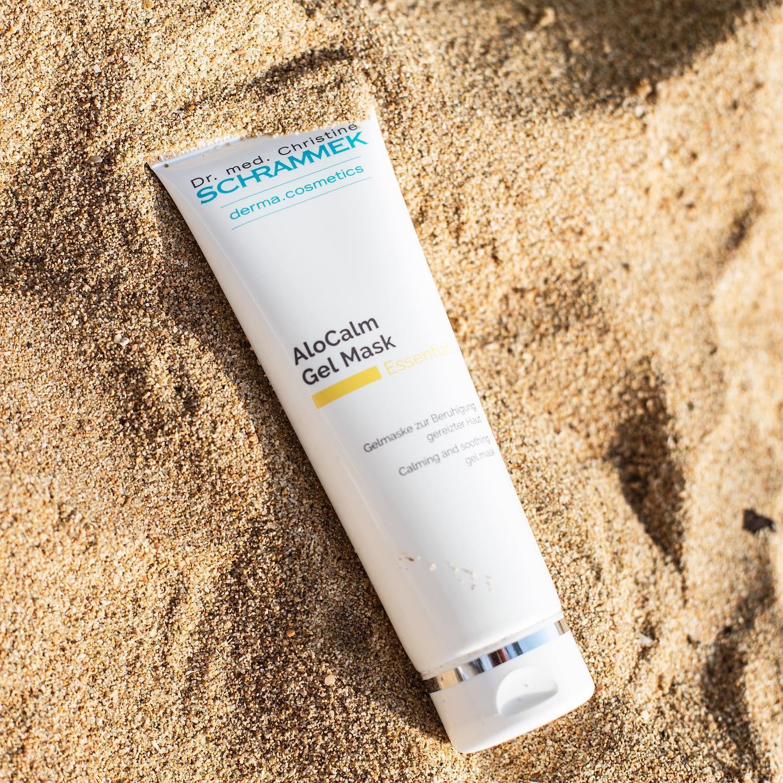 Sommertips😎 Skulle du være uheldig og bli solbrent, så finnes det håp. Aloe Vera kan gjøre underverker for solbrent hud og har en lindrende og kjølende effekt på huden.  AloCalm Gel Mask er en reparerende og fuktgivende gel maske med Aloe Vera Rik på fuktighet, vitaminer og mineraler som balanserer huden og reduserer dehydrering. Den ultimate after-sun masken etter solfylte dager️🏻Passer alle hudtyper.Tips: Oppbevar den i kjøleskapet, for en herlig avkjølende effekt.