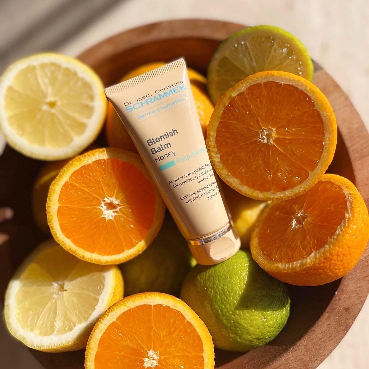 Kickstart høsten med en glødende og frisk hud med Blemish Balm fra Dr. Schrammek🏻 Finnes i 4 naturlige farger som smelter inn i huden og får din egen hudtone til å skinne igjennom.